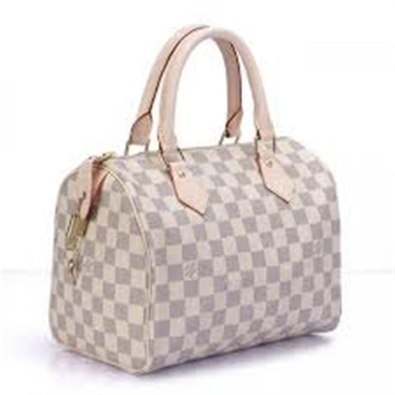 6b0c457975ac Известность модного бренда настолько возросла, что нечистые на руку  производители стали выпускать многочисленные подделки. Настоящие сумки Луи  Виттон ...